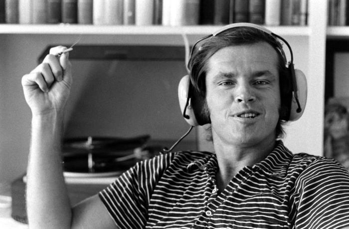 Jack Nicholson écoute Satellite City